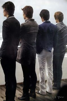 F4 I'd recognize these backs from anywhere... Especially Lee Min Ho's... :D
