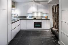 Keller heeft een breed aanbod aan keukens. Van landelijk tot modern en van klassiek tot design. Ontdek nu de Keller GL5100 IJswit bij Keukenstudio Maassluis.    Keukenstudio Maassluis is dealer van Keller Keukens. Kom naar de toonzaal en bekijk onze Keller showroomkeukens! ✔ Keller    #keller #keuken #kitchen #kellerkitchen #kellerkeuken #keukenstudiomaassluis #GL5100 #maassluis #kitcheninspiration #inspiration #interiordesign