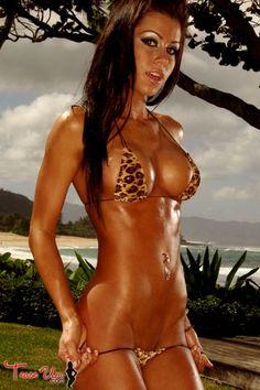 Sexy Bikini Babe Nikki Nardini