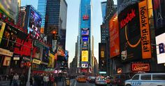 Times Square din New York I Miss My Dad, Places Ive Been, Places To Visit, Vacation Trips, Vacation Ideas, Beautiful World, Wonders Of The World, New York City, Times Square