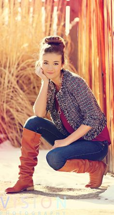 Senior Portrait / Photo / Picture Idea - Girls - Fall