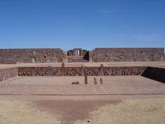 Tihuanaco, in Bolivia, El primer estudioso en llegar a los restos arqueológicos de Tiwanaku (capital de la cultura Tiahuanaco) y hacer una descripción detallada fue Pedro Cieza de León en el siglo XVI. El primer arqueólogo en hacer análisis científicos en Tiahuanaco fue el alemán Federico Max Uhle