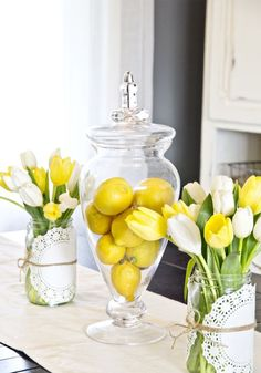 39 Amazing Spring Kitchen Décor Ideas : 39 Amazing Spring Kitchen Décor Ideas With Tulip Flower Vase And Wooden Dining Table And Wooden Cabi...