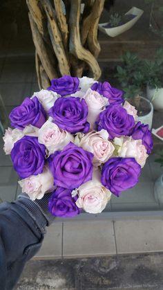 Παραγγείλετε λουλούδια online με αυθημερόν παράδοση στην Αθήνα. Βρείτε λουλούδια υψηλής ποιότητας σε προσιτές τιμές. Αποστολή λουλουδιών αυθημερόν για γιορτές, γενέθλια, επέτειο ή για Χρονιά Πολλά.