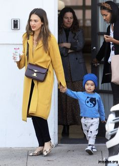 Angelina Jolie Skinny, Jessica Alba Style, Winter Fits, Casual Chic Style, Mom Style, Passion For Fashion, Work Wear, Fashion Models, Celebrity Style
