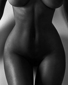 Figure study.  With @shastawonder.... . . . #figurestudy #fineartnude #fineartphotography #fineartphotographer #torontophotographer #bnw #bnw_planet #bnw_captures #bnw_magazine #bnw_greatshots #body #blackandwhite #blackandwhitephotography #shape #curves #photographer #art #artnude #artmodel #passion #artisticnude #artnotporn