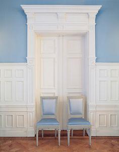 woodwork above door is interesting.