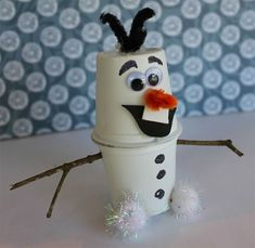 Lavoretto con bicchieri di plastica: Olaf di Frozen