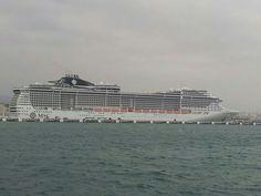 MSC Preziosa en el puerto de Palma