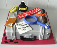 Look at this nice and tasty Cake. Geheimagenten Party, Spy Kids Party, Spy Birthday Parties, Clue Party, Happy 6th Birthday, Themed Birthday Cakes, Party Cakes, Boy Birthday, Birthday Ideas