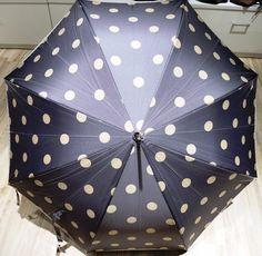 Grauer Schirm mit Tupfen erhältlich bei Kirsches Taschen und mehr! www.kirsches.at Fashion, Gifts For Ladies, Umbrellas, Polka Dots, Dime Bags, Moda, La Mode, Fasion, Fashion Models