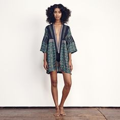 ace&jig spring '17 kimono in emerald // model is 5'9'' and wears S // measurements on small - 32'' long, 22 ¾'' chest // find at Fieldstudy, Share With Me, Petit and Olson, Outpost, Weekend, Mohawk General Store, Oliver & Lilly's, Plenty, Twig, Le Souk Le Souk, Avenue Boutique, Bohem, Two Son, Covet and Lou, Personnel, Life Curated // price $420 // also available in March in archive, saki, dune, lunar, merry, stellar, damask, solstice, stonewash // please email info@aceandjig.com for more…