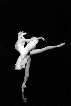 Marie-Claude Pietragalla - Swan Lake (1994) - Choreography : Rudolph Noureev