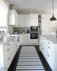 Photo by Peltotien päässä Kitchen Dining, Kitchen Cabinets, Beautiful Kitchens, Ikea, House, Haku, Design, Home Decor, Spaces