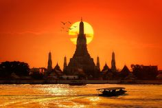 Looking for cheap things to do in Bangkok? We& chosen the best things to do, one for every day of the week. Bangkok is a city full of. Temple Thailand, Bangkok Thailand, Bangkok Travel, Thailand Travel, Bangkok Trip, Cheap Places To Travel, Places To See, Thailand Adventure, Koh Chang