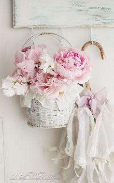 ideavinilo blog decoración shabby chic cesta flores