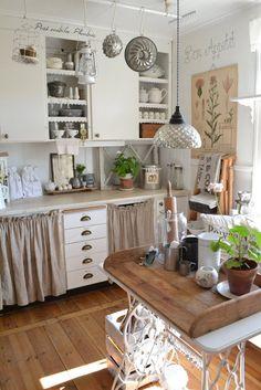 Kitchen Whitewashed Chippy Shabby Chic French Country Rustic Swedish decor idea sugar and flour sacks