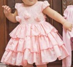 Um vestidinho clássico que pode ser feito de tricoline, cetim, algodão ou tafetá e organza forrado, caso deseje um vestido de festa. Segue esquema de modelagem do 2 ao 14.