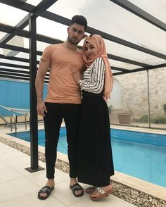 aya mahovi Cute Muslim Couples, Romantic Couples, Cute Couples, Matching Couple Outfits, Matching Couples, Couple Posing, Couple Shoot, Work Fashion, Hijab Fashion
