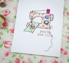Tutorial: Turn your fabric scraps into cute cards for your sewing friends Freehand Machine Embroidery, Free Motion Embroidery, Fabric Cards, Fabric Postcards, Raw Edge Applique, Sewing Cards, Cute Cards, Homemade Cards, Making Ideas