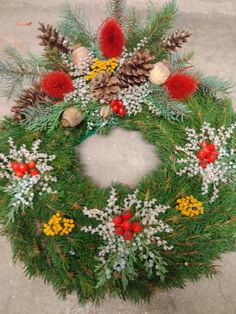 Church Flower Arrangements, Flower Decorations, Christmas Wreaths, Holiday Decor, Flowers, Home Decor, Crowns, Planting, Craft