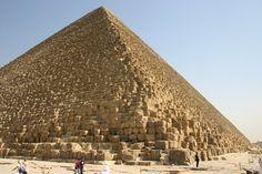 De Piramide van Cheops, de enige van de zeven wereldwonderen van de klassieke wereld die nog overeind staat.