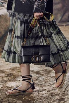 Christian Dior Spring 2020 Ready-to-Wear Collection - Vogue Catwalk Fashion, Fashion 2020, Fashion Show, Luxury Fashion, Fashion Trends, Paris Fashion, Fashion Bags, Fashion Inspiration, Christian Dior