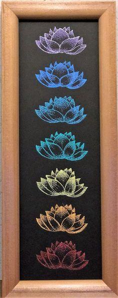 【チャクラの華】 身体の部位(チャクラ)に合わせた カラーで、蓮を描きました。  毎日眺めていれば、その日気になっ た部分(カラーの)身体と心が癒さ れていきます。