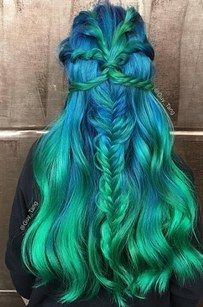 We've all seen those insanely gorgeous sea-inspired mermaid hair masterpieces that fill our Instagram feeds, but have you ever wondered what's it like to actually get the multicolored hair of your dreams IRL? | Here's Everything You Need To Know About Getting Mermaid Hair IRL