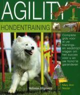 Agility hondentraining - M.A. Hester - 9789059208308 - € 14,95  Bij behendigheid, ook wel agility genoemd, is het de bedoeling dat de hond zo snel en foutloos mogelijk een parcours aflegt met een aantal toestellen. LEES VERDER OF BESTEL BIJ TOPBOOKS VIA : http://www.bol.com/nl/p/agility-hondentraining/1001004005950389/prijsoverzicht/?filter=new