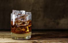 Difference Between Canadian Whisky & Bourbon Cocktails On The Rocks, Whiskey Cocktails, How To Make Whiskey, How To Make Drinks, Onion Hair Growth, Blackberry Tea, Onion Juice For Hair, Bartender Drinks, Farmhouse Ale