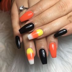 75 Cool and Easy Halloween Nail Ideas You Are Bound to Try - Halloween Nail Art - Halloween Holloween Nails, Halloween Acrylic Nails, Cute Halloween Nails, Halloween Nail Designs, Cute Acrylic Nails, Halloween Nail Colors, Halloween Ideas, Halloween 2019, Glitter Nails