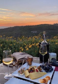 TOP 5 DAY TRIPS FROM MEXICO CITY Summer Aesthetic, Travel Aesthetic, Aesthetic Food, Comida Picnic, Dream Dates, Picnic Date, Summer Dream, Wine Time, Belle Photo