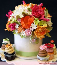 Spring Bouquet and cupcakes Wedding