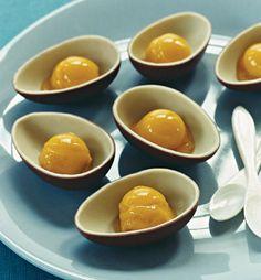 Gute Idee: Überraschungsei als Eisbecher!!! Oder vielleicht Fruchtsalat...