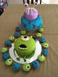 Monsters inc. This one for the cup cakes and just a smaller cake. No boo top. Monster University Birthday, Monster 1st Birthdays, Monster Birthday Parties, 2nd Birthday Parties, Boy Birthday, Birthday Ideas, Monsters Inc Cake, Monsters Ink, Monster Inc Party