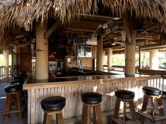 rum-runner-bar-inside-looking-at-bar-area.jpg (804×604)