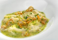 Salsa Verde, Lobster Salad, Spanish Dishes, Cockles, Basque Country, Fish Recipes, Cheeseburger Chowder, Food And Drink, Soup