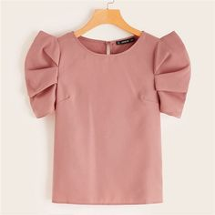 Button Keyhole Back Puff Sleeve Top Fashion News, Girl Fashion, Fashion Dresses, Fashion Design, Look Fashion, African Wear, African Fashion, Modest Dresses, Casual Chic