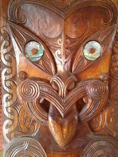He whakairo ki roto I Apumoana Facial Tattoos, Polynesian Art, Sculptures, Lion Sculpture, Tiki Mask, Maori Designs, New Zealand Art, Tiki Tiki, Maori Art