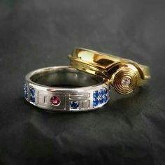 These are a pair of nice-looking Star Wars themed wedding bands. Read more And Wedding Bands For Star Wars Geeks Star Wars Ring, Star Wars Love, Theme Star Wars, Star War 3, Star Wars Stuff, Bijoux Star Wars, Star Wars Jewelry, Star Wars Schmuck, Geeks