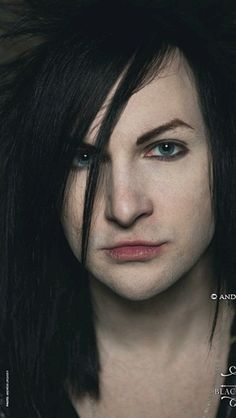 Jinxx>> how are y'all not saying anything about his eyebrows... THEY ARE BETTER THAN MINE!!