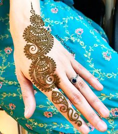 Beautiful Henna Tattoo Ideas For Women and Girl Part henna tattoos hand; Mehndi Designs 2018, Stylish Mehndi Designs, Beautiful Mehndi Design, Arabic Mehndi Designs, Arabic Design, Henna Tattoo Designs Simple, Mehndi Designs For Fingers, Simple Henna, Mehndi Design Pictures