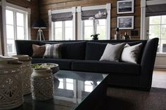 Velkommen til min interiørblogg. Jeg jobber som interiørkonsulent og kan kontaktes på christinaskjevik@gmail.com Sofa, Couch, Furniture, Home Decor, Settee, Settee, Decoration Home, Room Decor, Home Furnishings
