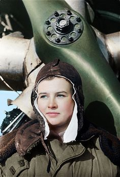 """Natalya Meklin, awarded the """"Hero of the Soviet Union"""", was 19 when she joined the Night Witches. Female Pilot, Female Hero, Female Soldier, Military Women, Military Art, Military History, Red Army, Women In History, Soviet Union"""