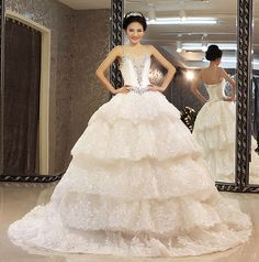 Bling Beaded Wedding Dress With Crystals Sequined Tiered Lace Bridal Dresses Spaghetti Straps Ball Gown Wedding Dresses vestido de noiva