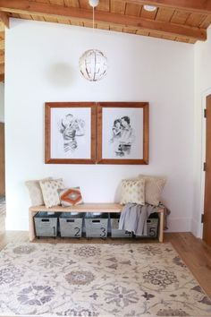 Creative DIY Entryway Bench Ideas Even if your entryway is a little space, it's an area where Christmas decorations may have a . Cool Diy Projects, Home Projects, Project Ideas, Living Room Furniture, Diy Furniture, Building Furniture, Modern Furniture, Inside A House, Modern Bench