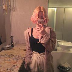* ੈ‧₊˚ulzzang ❅ girls [ 〄 ] _gen. Pretty People, Beautiful People, Asian Fashion, Girl Fashion, Catty Noir, Ulzzang Korean Girl, Uzzlang Girl, Aesthetic People, Grunge Hair