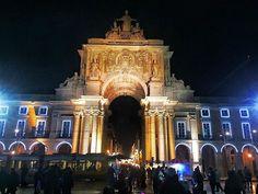 Praça do comércio iluminada pro Natal ~~~🐟~~~ Christmas light in Praça do Comércio. #portugal #lisbon #iphone5s #pointofview #worldtravelpics #travelgram #instatravel #lonelyplanet #traveler #travelblog #wanderlust #worldplaces #lifeisatrip #tripaddict #picoftheday #photooftheday #gotravel #exploremore #ifeelportugal #igs_europe