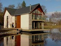 'floating' loft house off grand designs Space Architecture, Amazing Architecture, Grand Designs Houses, Dream Properties, Loft House, Floating House, Traditional Exterior, Grand Homes, Amazing Spaces